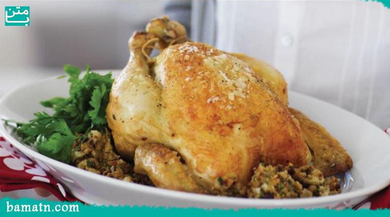 فیلم آموزش طرز تهیه مرغ شکم پر در فر با دستور پخت آن